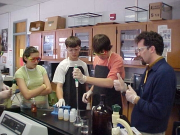 Uploaded Image: Fellow and students at Rockdale 2005.jpg