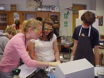 Uploaded Image: Fellow and students lab at Rockdale 2005.jpg
