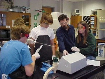 Uploaded Image: Fellows and students at Rockdale 2005.jpg